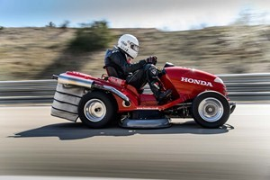 Honda breaks World Speed Record with Lawnmower