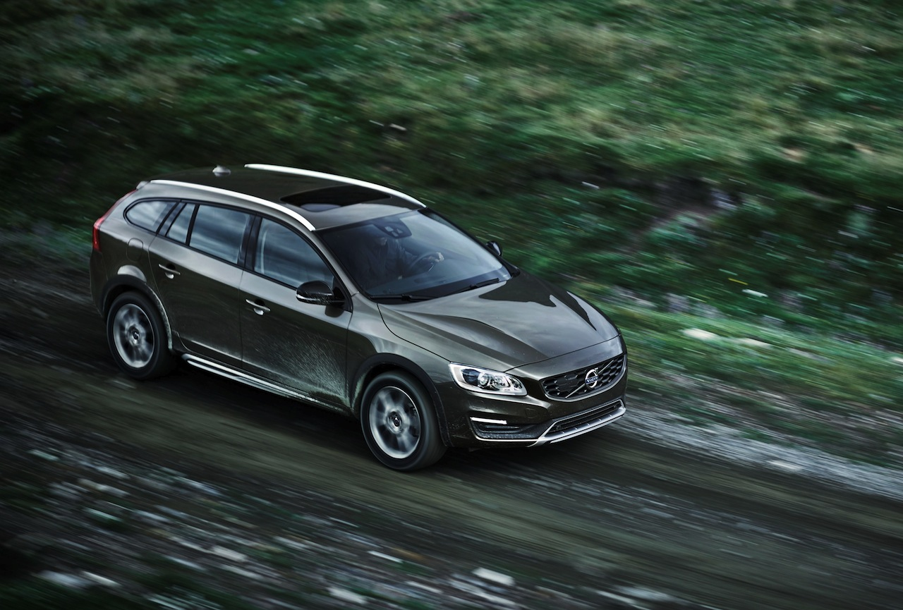 VOLVO CARS REVEALS NEW V60 CROSS COUNTRY  News Image