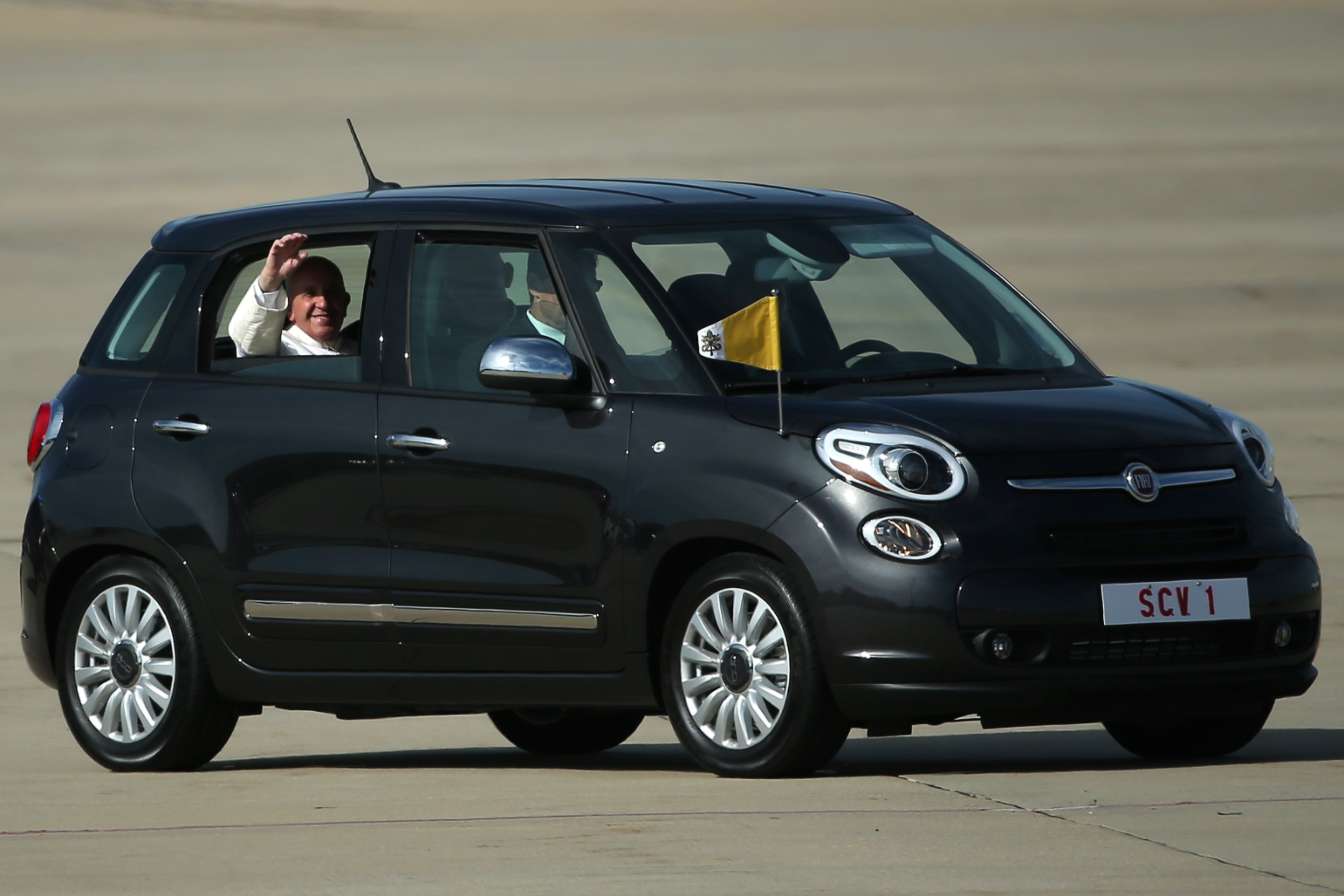 Pope Francis` Fiat 500L just sold for USD 82,000 News Image